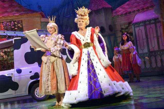 Princess Apricot & Queen Crumble